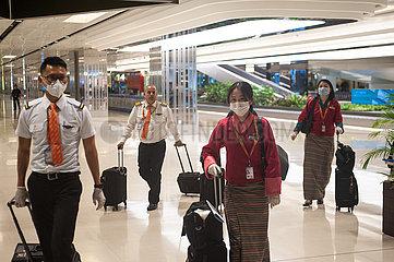 Singapur  Republik Singapur  Piloten und Flugbegleiter der Druk Air Crew tragen Mundschutz am Flughafen Changi