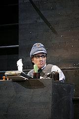 Komoedie am Kurfuerstendamm Berlin ROTER HAHN IM BIBERPELZ