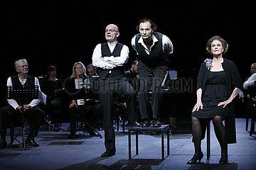 Berliner Ensemble ES WECHSELN DIE ZEITEN...
