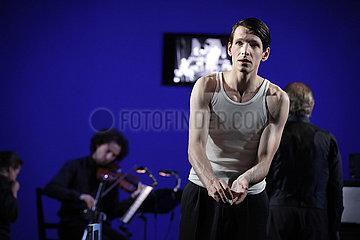 Berliner Ensemble SCHWARZE MILCH DER FRUEHE