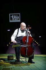 Berliner Ensemble DIE MACHT DER GEWOHNHEIT