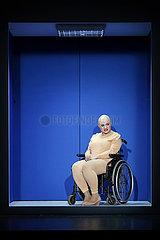 Maxim Gorki Theater Berlin SCHWARZE JUNGFRAUEN