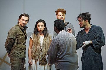 Maxim Gorki Theater Berlin JE SUIS JEANNE D'ARC