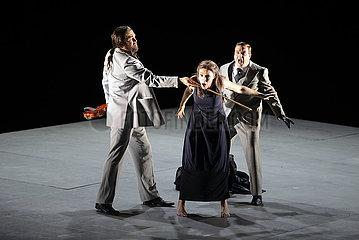 Komische Oper Berlin LES CONTES D'HOFFMANN