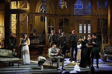 Berliner Ensemble DREI SCHWESTERN