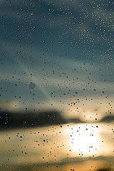 Berlin  Deutschland - Regentropfen an der Fensterscheibe nach einem Regenguss.