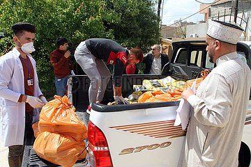 IRAK-KIRKUK-CORONAVIRUS-FOOD-DISTRIBUTION