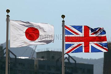 Hongkong  China  Nationalfahnen von Japan (links) und Grossbritannien
