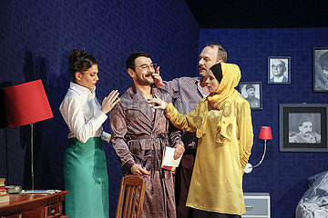 Maxim Gorki Theater LOVE IT OR LEAVE IT!