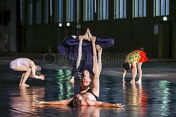 Volksbuehne Berlin A DANCER'S DAY / 10000 GESTEN