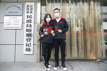 CHINA-HUBEI-WUHAN-NEWLY WED-Paare (CN)