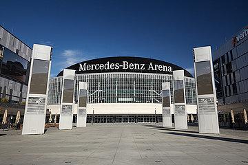 Berlin  Deutschland - Blick vom Mercedes-Platz zur Mercedes-Benz Arena in Berlin-Friedrichshain.