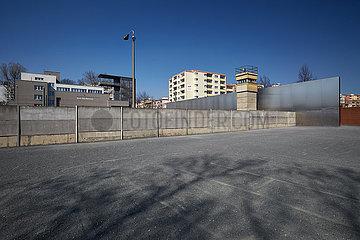 Berlin  Deutschland - Das Denkmal der Gedenkstaette Berliner Mauer in Berlin-Mitte.