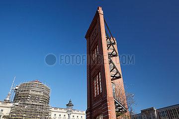 Berlin  Deutschland - Musterfassade der ehemaligen Bauakademie am Schinkelplatz.