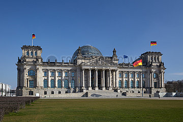 Berlin  Deutschland - Das Reichstagsgebaeude in Berlin-Mitte.