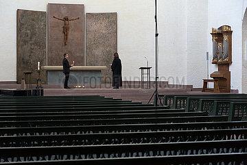 Deutschland  Bremen - Wegen Coronakrise Messe ohne Glauebige in der evangelischen St. Ansgarii Kirche