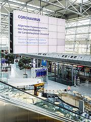 Menschenleere Abflughalle am Flughafen Duesseldorf  Nordrhein-Westfalen  Deutschland