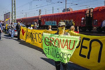 Anti Atomkraft Demonstration gegen Atommuelltransport aus Gronau  Muenster  Nordrhein-Westfalen  Deutschland