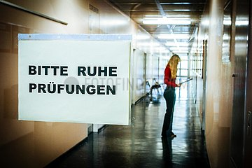 Symbolfoto Abiturpruefung (Archivbild)
