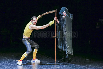 Deutsches Theater Berlin JEDER IDIOT HAT EINE OMA
