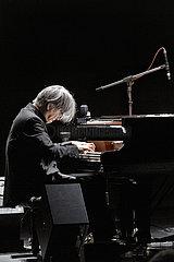 Ryuichi Sakamoto THE NEW GENERATION - PLAYING THE PIANO