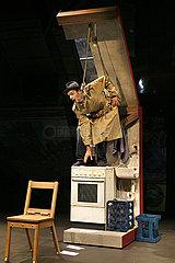 Grips Theater Berlin LINIE 2 - DER ALPTRAUM