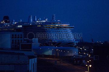 Deutschland  Bremerhaven - Wegen Coronavirus leeres Kreuzfahrtschiff am Columbuskaje