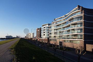 Deutschland  Bremerhaven - Teure Appartements (Weser Wave) am Deich an der Muendung der Weser zur Nordsee