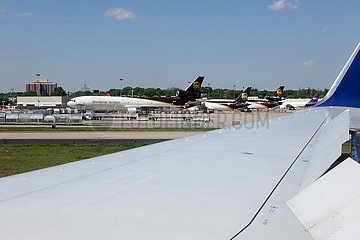 Atlanta  USA  Flugzeuge des Paketdienstes UPS auf dem Vorfeld des Flughafen