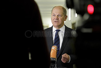 BM Scholz bei einer IWF Video-Konferenz