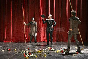 Maxim Gorki Theater Berlin SEIN ODER NICHTSEIN