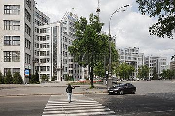 Derschprom am Freiheitsplatz im Zentrum von Charkiw  ein Gebaeude des Konstruktivismus  erstes sowjetisches Hochhaus  erbaut 1925 bis 1935 von Sergei Serafimow  Mark Felger und Samuil Krawez