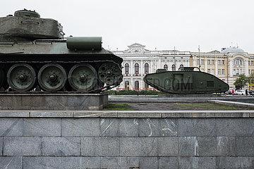 Historische Panzer als Denkmal im Zentrum von Charkiw
