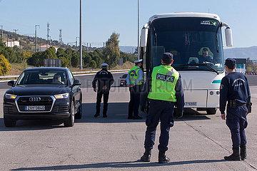 GRIECHENLAND-COVID-19-OSTERN-Polizeikontrolle