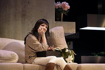Renaissance-Theater Berlin VON HINTEN DURCH DIE BRUST INS AUGE
