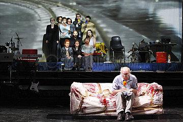 Avignon Festival 2012 DIE KONTRAKTE DES KAUFMANNS. EINE WIRTSCHAFTSKOMOEDIE