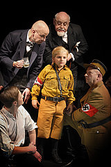 Berliner Ensemble DIE RASSEN