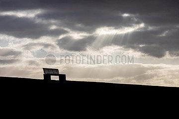 Silhouette einer Sitzbank