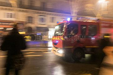 Feuerwehrfahrzeug waehrend der Demonstration