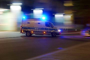 Berlin  Deutschland  Gefangenensammeltransporter der Polizei Berlin im Einsatz
