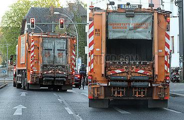 Berlin  Deutschland  Muellwagen der BSR
