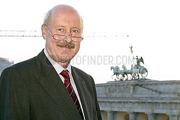 Dresdner Bank AG Region Ost Berlin 17. PARISER PLATZ DER KULTUREN: SHASHI THAROOR