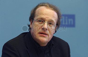 Kultursenator Dr. Thomas Flierl stellt Opernstrukturkonzept vor