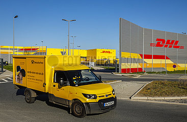 DHL Logistik Paketzentrum  Mark 51 7  Konversion des ehemaligen Opel Werk Bochum Gelaendes  Bochum  Ruhrgebiet  Nordrhein-Westfalen  Deutschland