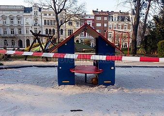 Gesperrter Spielplatz | Locked playground