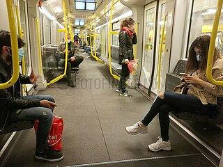 Passagiere in einer U-Bahn