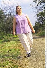 FEMME EXTERIEUR WOMAN EXTERIOR