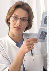 MEDECIN HOPITAL DOCTOR IN HOSPITAL