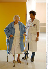 REEDUCATION 3EME AGE REHABILITATION  ELDERLY PERSON