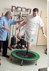 KINESITHERAPIE HOMME MAN IN PHYSICAL THERAPY
